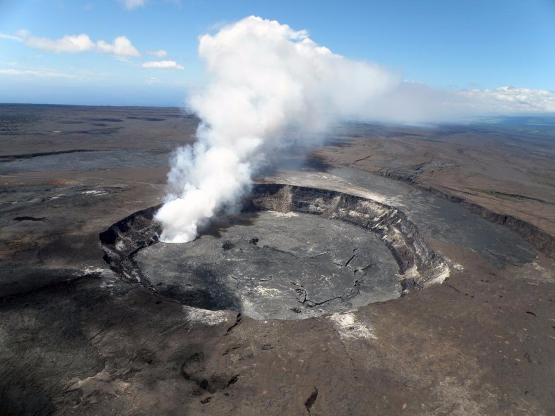 Halemaʻumaʻu_crater2